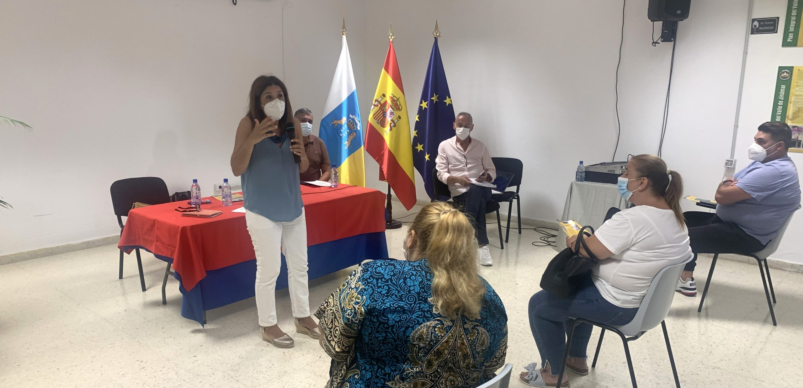 LA ALCALDESA DE TELDE SE REÚNE CON COLECTIVOS DE JINÁMAR