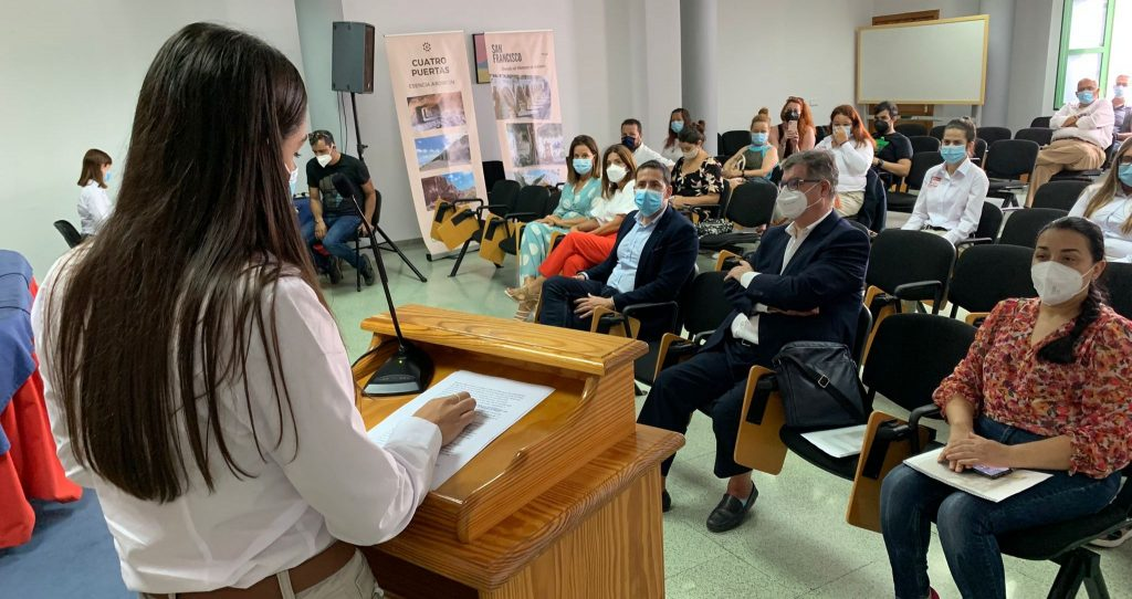 EL ALUMNADO DEL PFAE 'RINCONES' RENUEVA EL MATERIAL DE PROMOCIÓN TURÍSTICA DE TELDE
